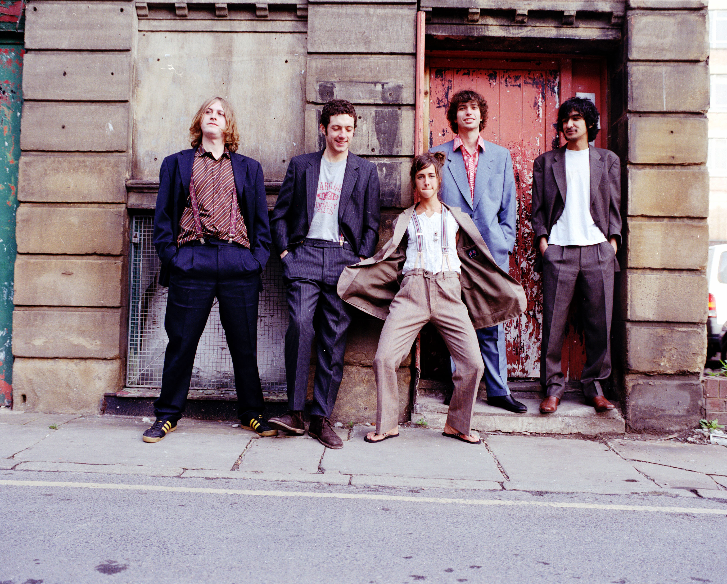 CLICK HERE - The Zutons Making It Fun!  I'm willing to learn! - declares Dave McCabe/The Zutons.  (Photograph posted by permission of Sony Music Ent.